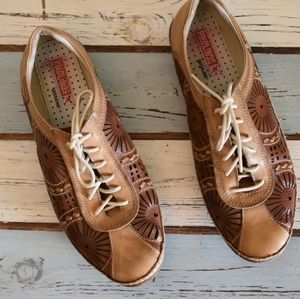 Pikolinos Secolino leather cut out lace flats tan